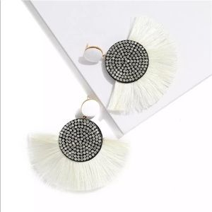 Nip White bohemian fringe&crystal colored earrings